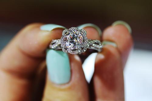 صورة الخاتم في المنام للمتزوجة , تفسير رؤية الخاتم للمتزوجة