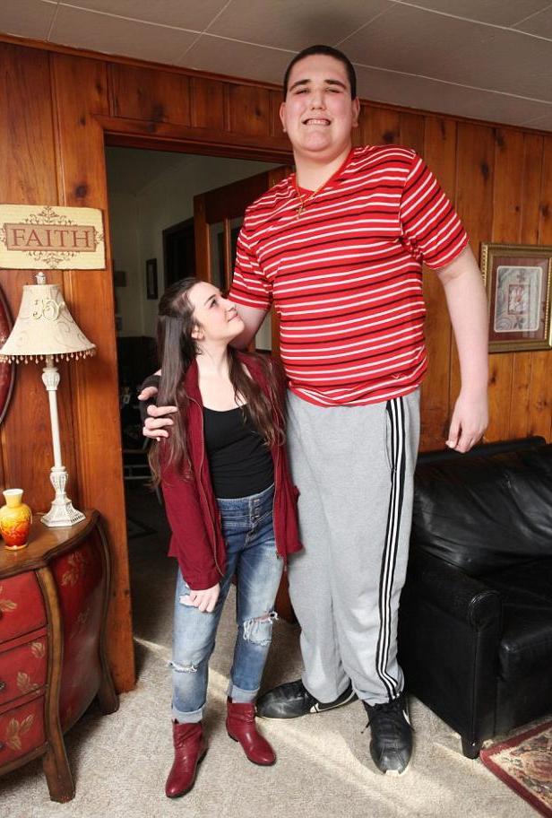 بالصور اطول رجل في العالم , صور لاطول و اغرب رجال العالم كله 2076 11