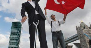 بالصور اطول رجل في العالم , صور لاطول و اغرب رجال العالم كله 2076 12 310x165