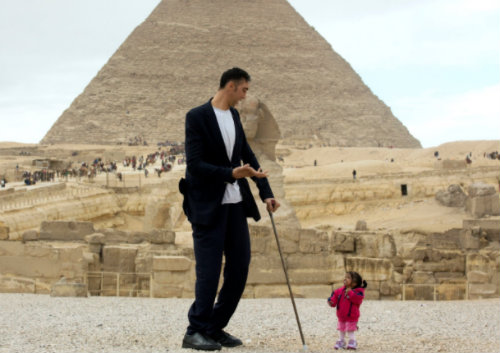 بالصور اطول رجل في العالم , صور لاطول و اغرب رجال العالم كله 2076 7