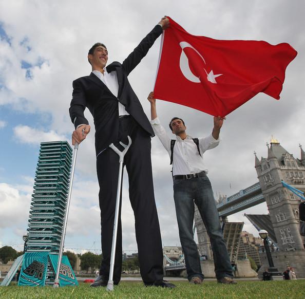 صوره اطول رجل في العالم , صور لاطول و اغرب رجال العالم كله