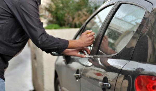 بالصور تفسير حلم سرقة السيارة , معنى سرقة السيارة بالمنام 4773