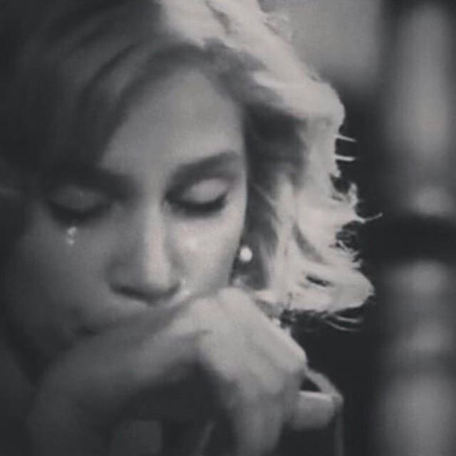 بالصور صور حزينه بنات , صور دموع وبنات حزينة 273 3