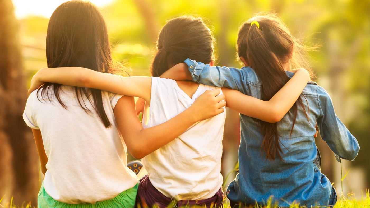صور كيف تجعل اصدقائك يحبونك , اجمل الصفات التى تجعل اصدقاءك يحبونك