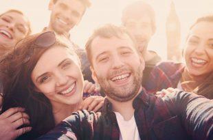 صورة كيف تجعل اصدقائك يحبونك , اجمل الصفات التى تجعل اصدقاءك يحبونك