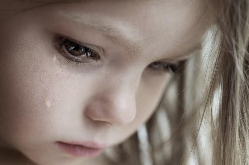 صوره صور اطفال حزينه , خلفيات حزن للاطفال مؤثرة