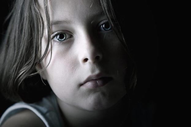بالصور صور اطفال حزينه , خلفيات حزن للاطفال مؤثرة 4082 5