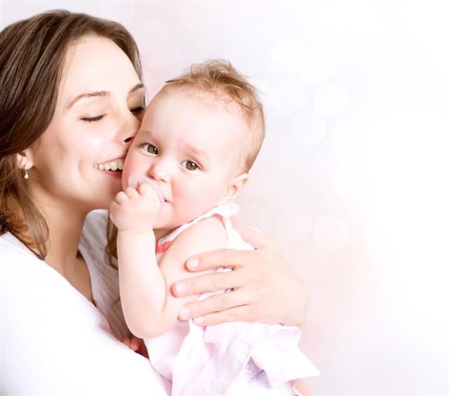 صور حمل طفل رضيع في المنام , تفسير حلم حمل طفل رضيع