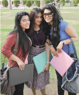 صورة بنات الجامعة , الفتيات في الجامعة