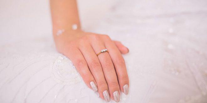 صورة كيفية العناية باليدين , بالليمون نظفي بشرة يدك